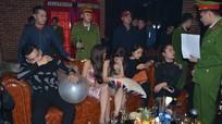 Đột kích quán bar tại Vinh, phát hiện nhiều dân chơi sử dụng bóng cười, cỏ