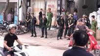 """Bắt đối tượng """"chống người thi hành công vụ"""", dùng tay đấm vào mặt cảnh sát cơ động"""