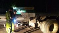 Đâm đuôi xe tải trên Quốc lộ 1A, nam thanh niên tử vong
