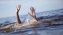 Bé trai 12 tuổi ở Nghệ An bị sóng cuốn trôi khi tắm biển