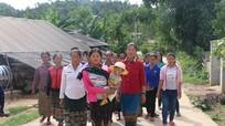 83 người Lào kết hôn không giá thú tại vùng biên Nghệ An được nhập quốc tịch Việt Nam
