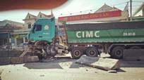 Tai nạn liên hoàn trên Quốc lộ 1A đoạn qua Nghệ An, 3 xe ô tô 'dính đầu' và hư hỏng nặng