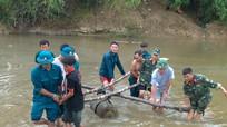 Sông cạn, người dân ở Nghệ An phát hiện bom 'khủng' giữa dòng