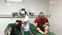 Giây phút kinh hoàng của hành khách trên chiếc xe du lịch gặp nạn ở Nghệ An