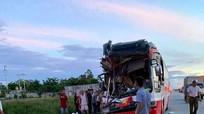 Xe chở khách du lịch gặp nạn ở Nghệ An, chủ xe thiệt mạng, 14 người bị thương