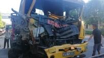 Hai xe đầu kéo cùng công ty đâm nhau bẹp đầu trên Quốc lộ 1A đoạn qua Nghệ An