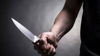 Bắt ông bố ở Nghệ An cầm dao đâm thấu tim chồng cũ con gái