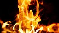 Nỗi đau của người vợ bị chồng đổ xăng đốt, con trai 2 tuổi  bỏng nặng  