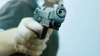 Nam thanh niên bịt mặt, nổ súng bắn gục người đàn ông