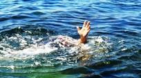 Mẹ bàng hoàng khi phát hiện con trai 6 tuổi đuối nước dưới ao nhà