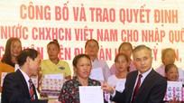 Trao quyết định nhập quốc tịch Việt Nam cho 70 công dân Lào cư trú tại Nghệ An