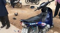 Xe đầu kéo va chạm xe máy, 2 vợ chồng cụ già bị thương