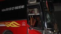 Xe máy va chạm xe khách trên Quốc lộ 1A, nam thanh niên tử vong tại chỗ