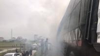 Xe ô tô tải chở ngói bất ngờ bốc cháy trên đường tránh Vinh