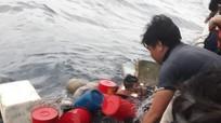 Chìm tàu cá, 6 ngư dân Nghệ An ôm can nhựa lênh đênh trên biển