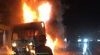Xe đầu kéo bốc cháy dữ dội trên Quốc lộ 1A