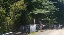 Lật xe du lịch chở đoàn đi họp lớp, 13 người chết