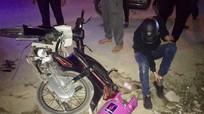 Va chạm với xe máy chở bình ga, 1 người đàn ông nhập viện cấp cứu