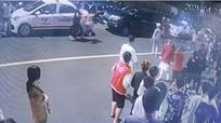 Hỗn chiến trước quán bar, một người chết