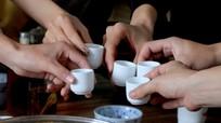 Nghệ An: 5 người tụ tập uống rượu ở xóm bị phạt 55 triệu đồng