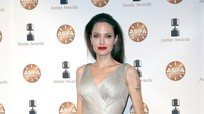 Phong cách thời trang đẳng cấp của Angelina Jolie ở tuổi 43