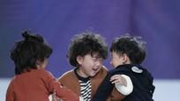 Cậu bé 4 tuổi gây sốt sau cú ngã ở tuần thời trang Thượng Hải