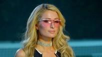 'Người đẹp tỷ phú' Paris Hilton tự tin với màn kết show thời trang