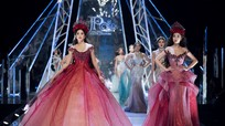 Hoa hậu Tiểu Vy sải bước tự tin, lần đầu làm vedette trên sàn diễn