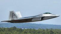 F-22 Mỹ gặp sự cố, phi công hạ cánh với một động cơ
