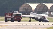 Siêu tiêm kích F-35A Mỹ gãy càng, đập mũi xuống đường băng