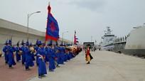 Chiến hạm Việt Nam thăm Hàn Quốc, duyệt đội hình trên biển