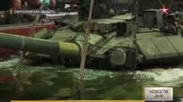 Kỹ sư Nga dìm xe tăng T-90 xuống bể để kiểm tra độ kín nước