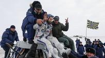 Ba phi hành gia trở về Trái đất an toàn trên con tàu thủng lỗ