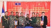 Việt Nam cung cấp súng trường Galil cho Lào