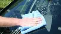 Mẹo làm sạch ngay các vết ố, mốc trên kính ô tô