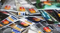 Cách quản lý tài chính bằng thẻ ghi nợ và thẻ tín dụng