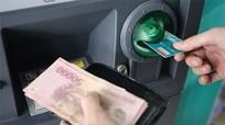 Giảm mức rút tiền ATM từ 23h - 5h sáng: Ngân hàng cũng kêu khó