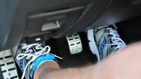 Ô tô bị bó phanh - nguyên nhân và cách xử lý