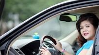 Mẹo nhỏ cho người thấp bé lái xe ô tô an toàn và thoải mái