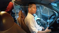 """Taxi có được phép """"tự chế"""" thêm vách ngăn bảo vệ lái xe?"""