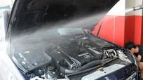 Có nên rửa khoang động cơ ô tô?
