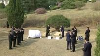 Lãnh đạo hai miền Triều Tiên cùng trồng cây lưu niệm