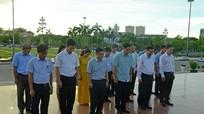 Bộ trưởng Bộ Khoa học và Công nghệ dâng hương, dâng hoa tưởng niệm Chủ tịch Hồ Chí Minh