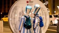 Ông Putin tặng vé xem bóng đá cho hai người Argentina bị lạc đường