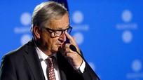 Video: Junker suýt ngã vào Poroshenko tại Hội nghị thượng đỉnh NATO