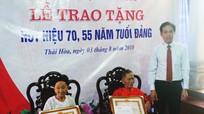 Thị ủy Thái Hòa tổ chức trao Huy hiệu Đảng