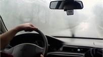 Xử lý thế nào khi kính lái ô tô bị mờ hơi nước?