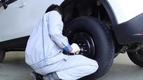 Tại sao lốp dự phòng luôn nhỏ hơn lốp chính?