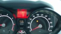 Kim xăng chạm vạch đỏ - xe ô tô còn đi được thêm bao nhiêu km?