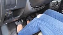 Vì sao không nên rà chân côn liên tục khi lái xe số sàn?